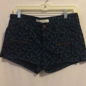 H&M L.O.G.G. Short Shorts. Navy color size 8